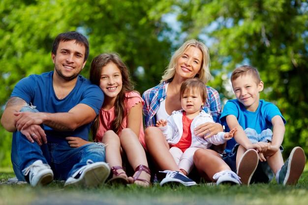 family-enjoying-the-summer_1098-1099